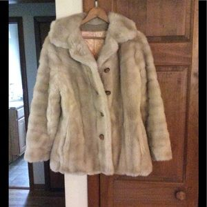 Beautiful vintage faux fur coat. Size small